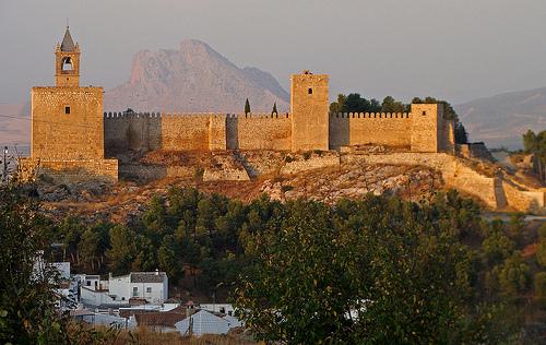 Visita la alcazaba de antequera for Oficinas santander almeria