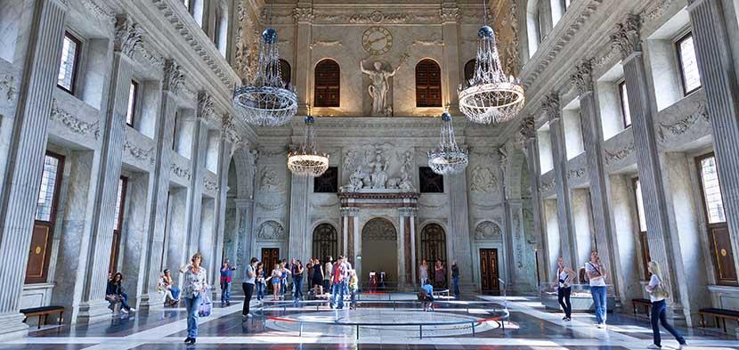 Interior del palacio real en amsterdam